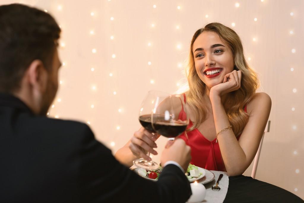 Das stresst dein Sternzeichen an Dates am meisten
