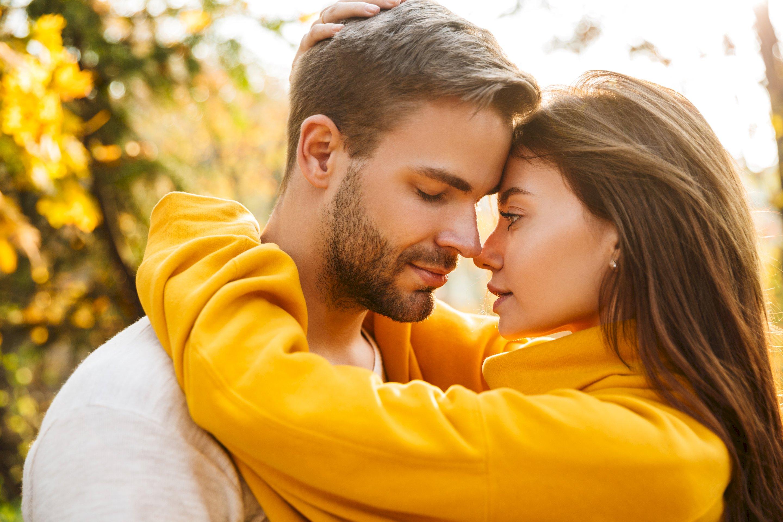Liebeshoroskop für Samstag 2020-11-07 - Ihr Partner und Sie werden vermutlich heute ein sehr liebevolles oder gar idealistisches Gespräch führen...