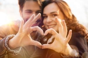 Wie schnell Du dich verliebst basierend auf deinem Sternzeichen. Sortiert nach Rang 1-12