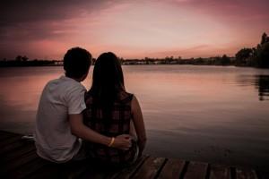 Die leidenschaftlichsten Paare mit der emotional stärksten Verbindung. Basierend auf ihren Sternzeichen.