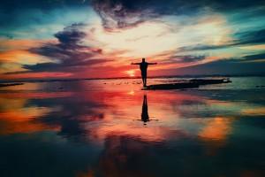 Liebeshoroskop für Freitag 2019-09-27 - Jemand könnte Sie heute in ein Wortgefecht verwickeln, darum rüsten Sie sich zum Kampf.